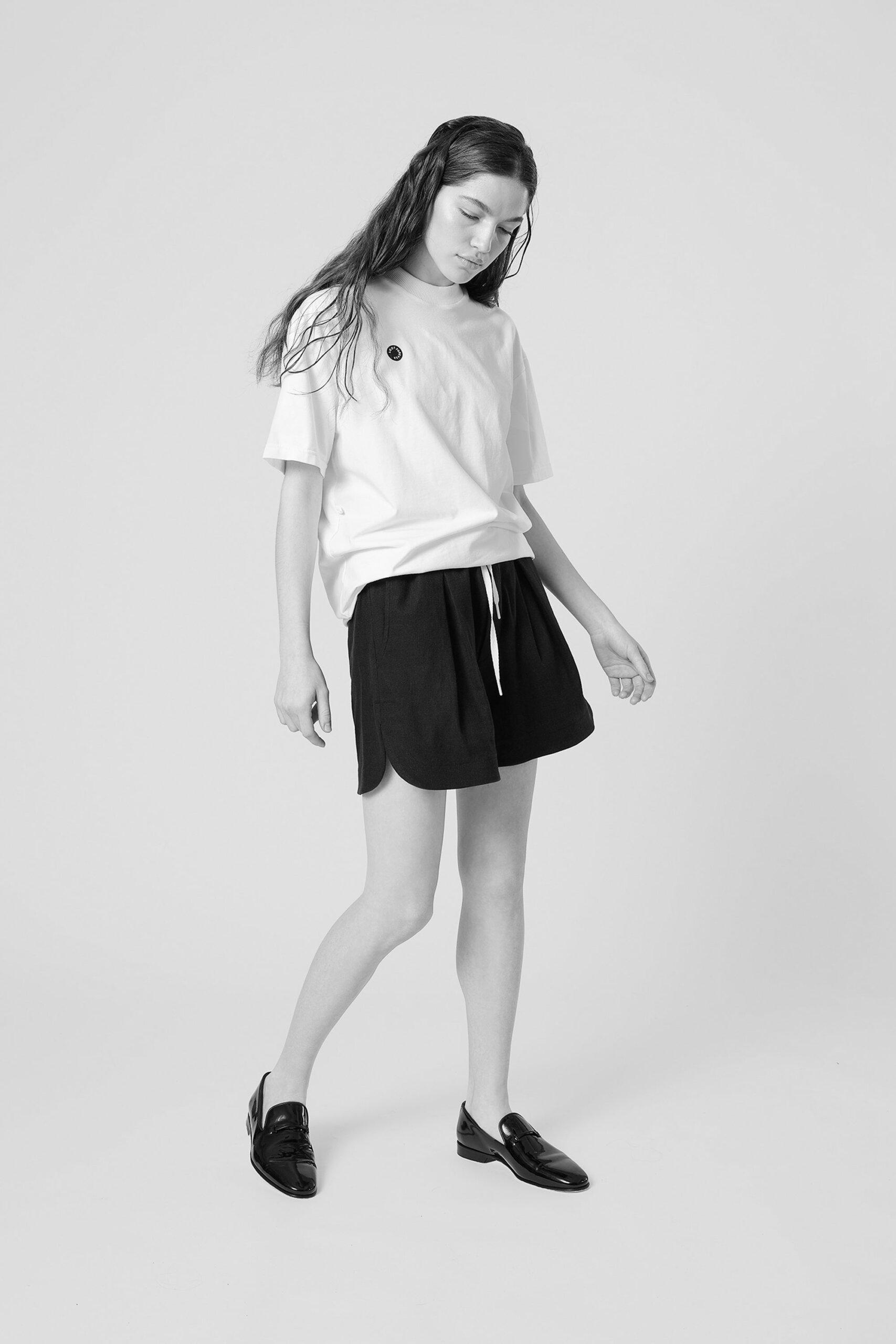 26-Tshirt-Offwhite-Model