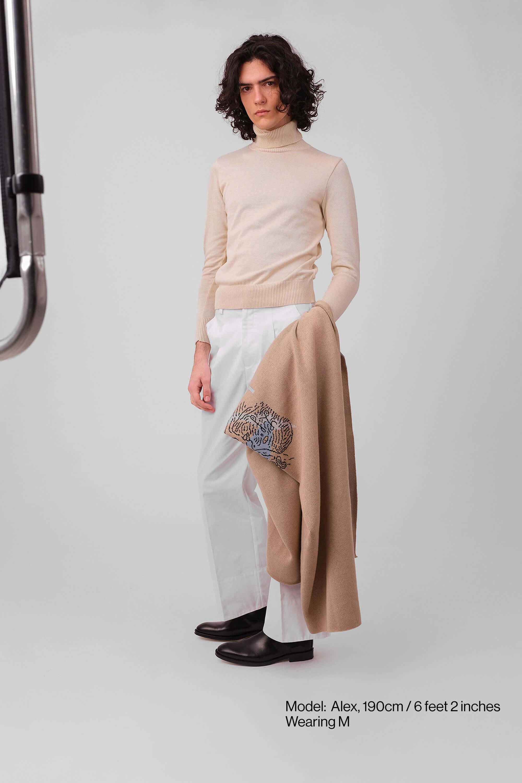 Model-Turtleneck-Ivory